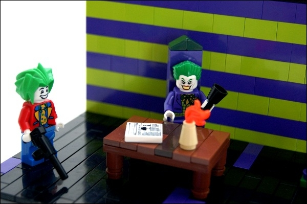 LEGO MOC - Heroes and villians - Joker and Harley's Love Nest
