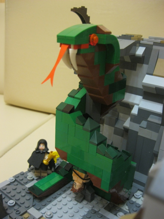 LEGO MOC - Heroes and villians - Mighty Thor vs The Cave Reptile