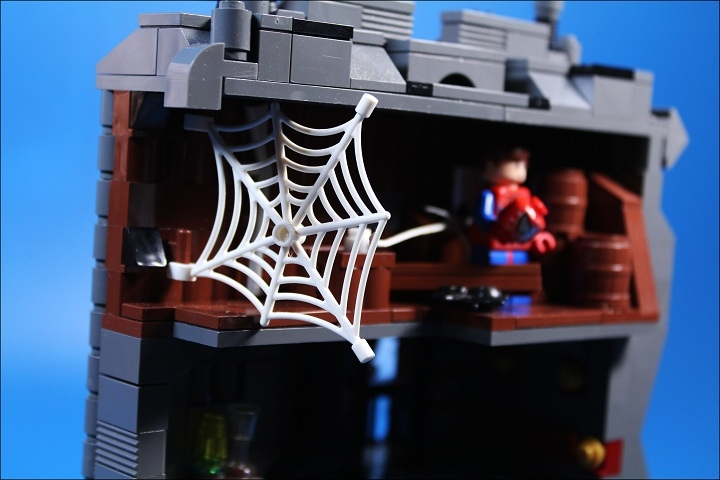 LEGO MOC - Heroes and villians - Killer has been punished.: Паутина!