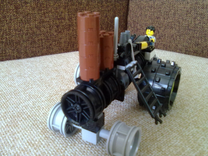 LEGO MOC - Steampunk Machine - паровой трактор : другой ракурс трактора