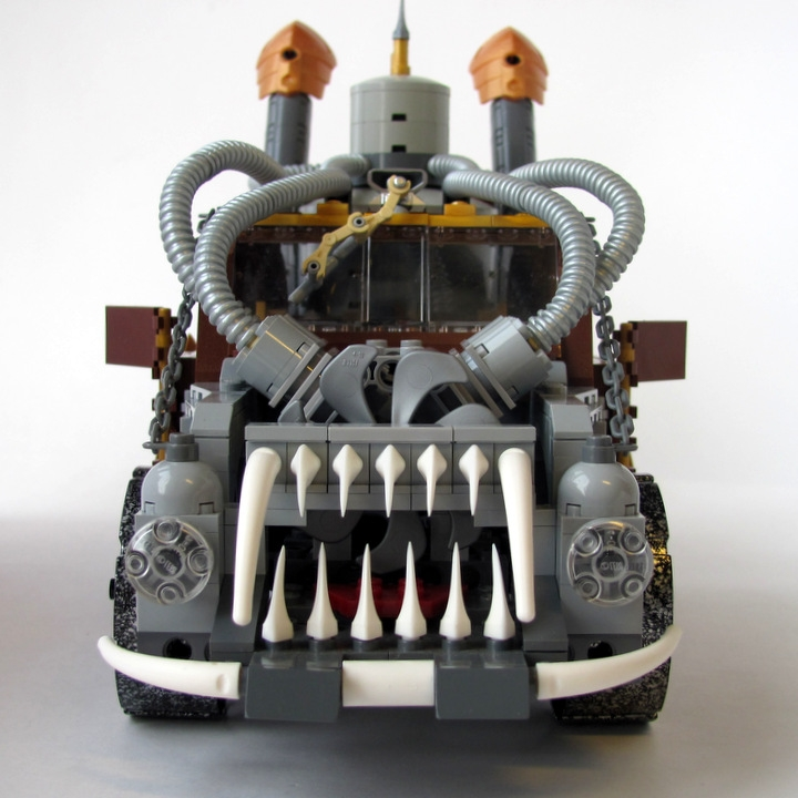 LEGO MOC - Steampunk Machine - 王者之劍: <br><i>- Two headlights.</i><br>