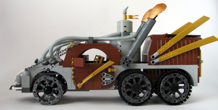 LEGO MOC - Steampunk Machine - 王者之劍: <br><i>- Equipped with the newest steam boiler.</i><br>