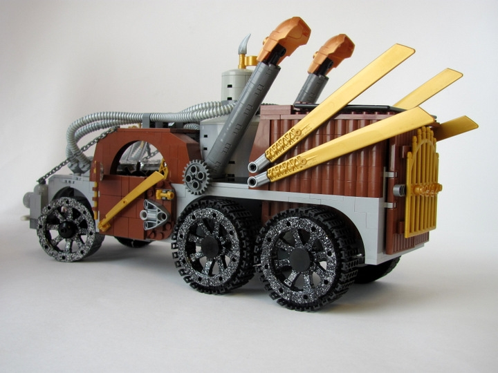 LEGO MOC - Steampunk Machine - 王者之劍: <br><i>-Capacious cargo bay.</i><br>
