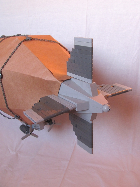 LEGO MOC - Mini-contest 'Zeppelin Battle' - Postman (Dirigible): <br /> They are completely independent & can rotate in any direction:<br />