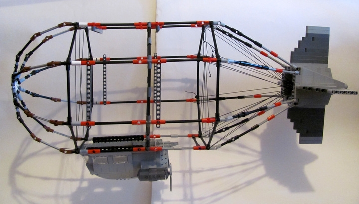 LEGO MOC - Mini-contest 'Zeppelin Battle' - Postman (Dirigible): Front & middle parts are quite simple: