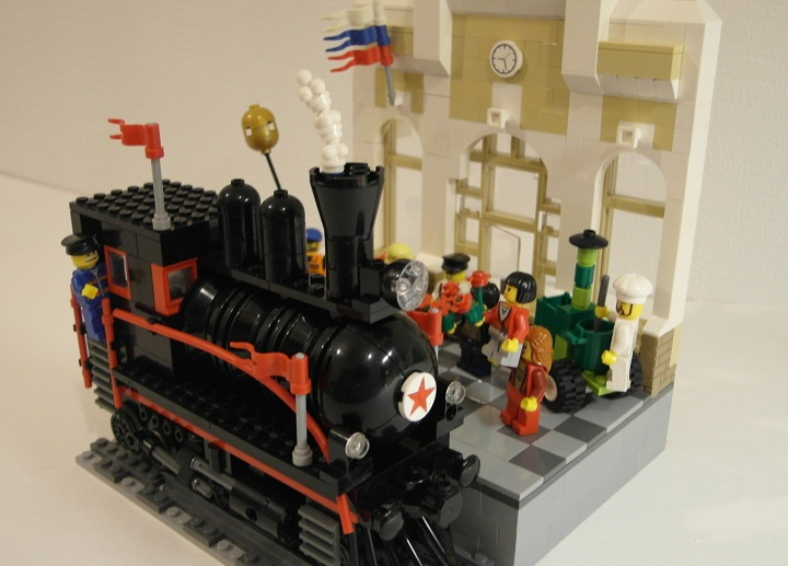 LEGO MOC - Joy and Sadness of Great Victory - Поезд 'Победа'